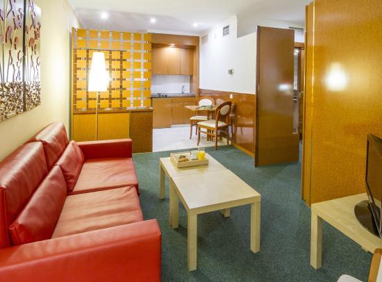 Acacia Suites: salon
