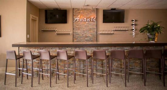 Avanti Bar and Grill