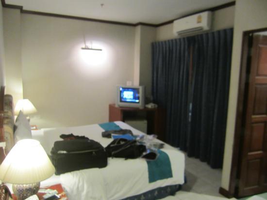 Thipurai City Hotel: bed