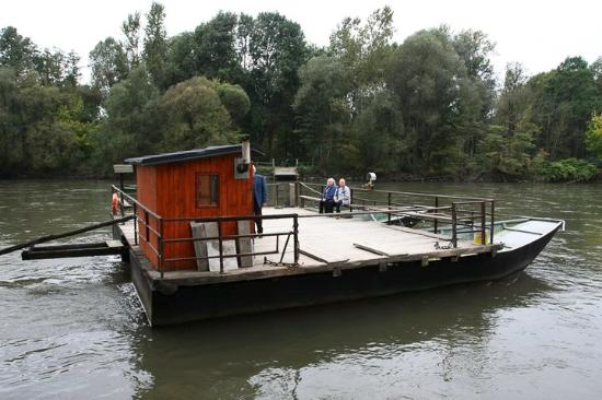 ‪Tinek's Ferry on the Mura River‬