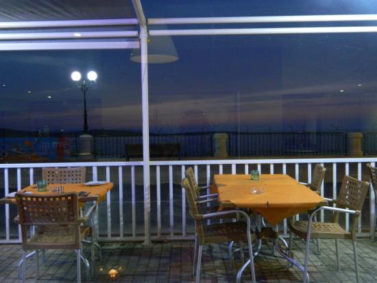 Vinnie's Restaurant Pizzeria & Take Away: Вид на море из ресторана
