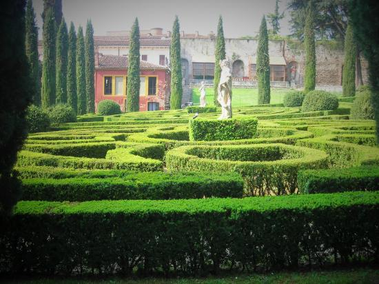 Casetta all 39 interno del giardino picture of palazzo for B b giardino giusti verona