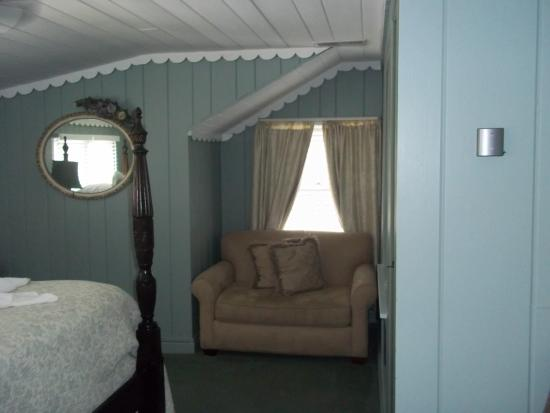Laurel Springs Lodge B&B: Quiet sitting area