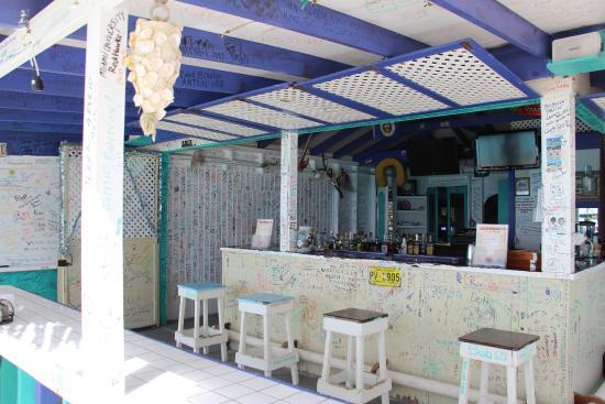 Bancone e sgabelli del coco locos beach bar picture of coco loco