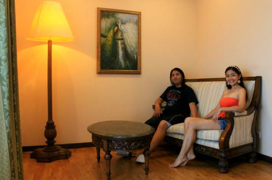Baclayon, Filipinas: Enjoying part of our luxurious room. =)