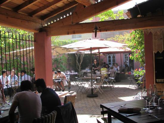 La terrasse picture of la maison de petit pierre beziers tripadvisor - Photo de petite maison ...