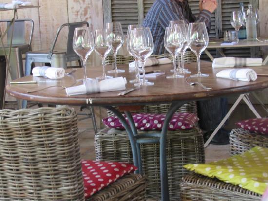Table De La Terrasse Couverte Photo De La Maison De Petit Pierre