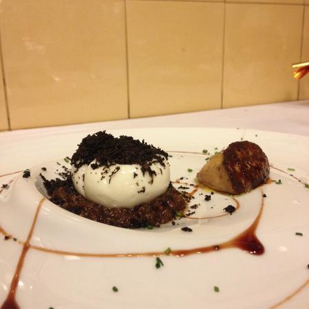 Restaurante Can Pineda : Huevo poché con foie y trufa