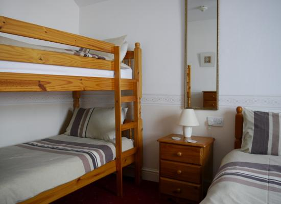 Birklands Guest House: Family Room with Bunk beds