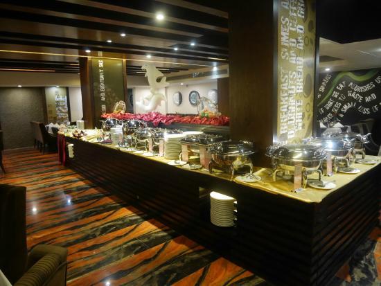 Long Beach Suites Dhaka : Restaurant Buffet