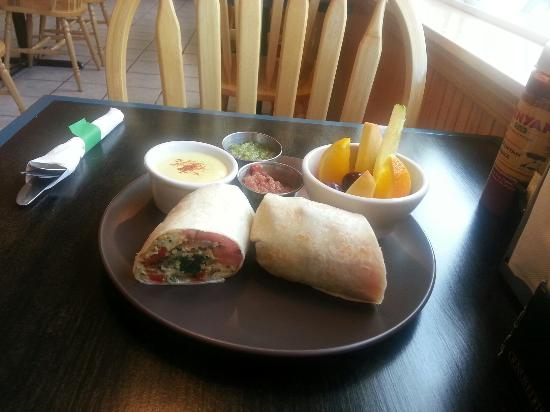 Riverwalk Inn: Garden Burrito, YUM.