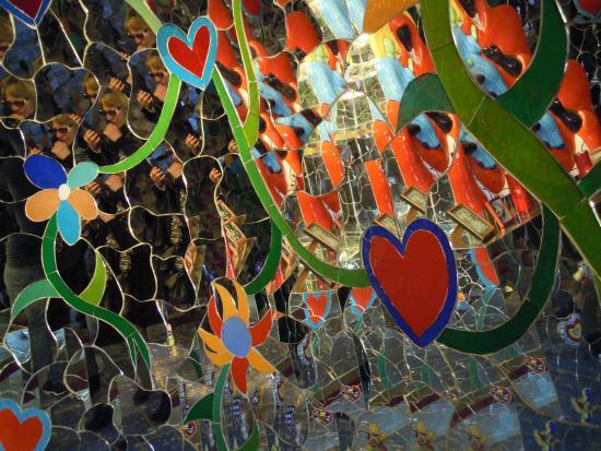 Mosaico di specchi colorati foto di giardino dei tarocchi