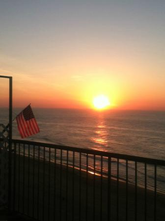 Grand Hotel & Spa: Beautiful sunrise from direct ocean front balcony