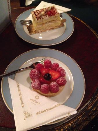 De Delicieux Desserts Dans Un Endroit Magnifique La Decoration Est
