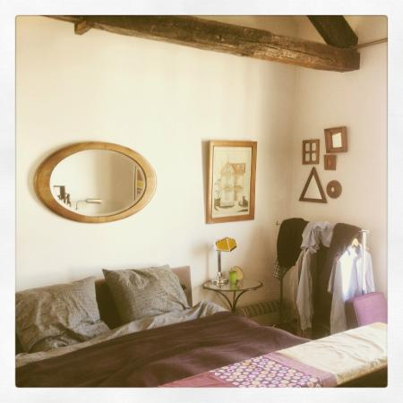 Une Chambre a Montmartre: Beautiful decor and very comfy bed