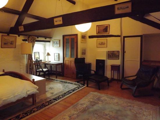 The Old Court House : Family loft room for three en suite shower plus slipper bath