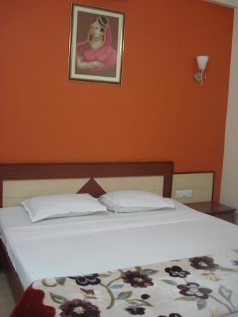 Hotel Jaipur Heritage: cama