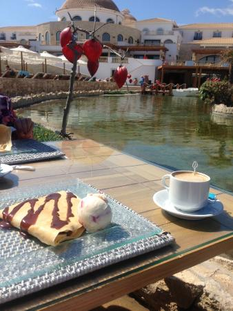 Mitsis Laguna Resort & Spa: Crepe and Coffee! I suggest the cheese cake ice-cream!