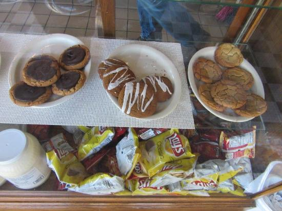 Lakeview Bakery and Deli: Pick the chocolate covered peanutbutter cookies with a cup of coffee for dessert!!