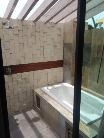 Casa Ticul Hotel by Koox Luxury Collection: Junior suite, outside bath