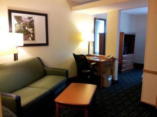 Fairfield Inn & Suites Murfreesboro: Sitting Area Suite 310