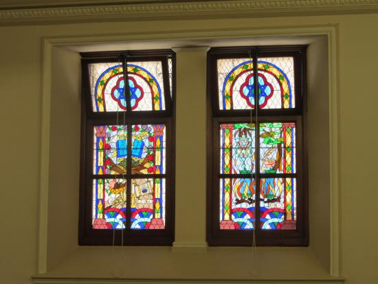 Great Synagogue: Stained glass windows