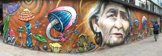 Universidad de Costa Rica: Fantastic wall paintings across the main entrance.