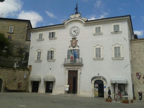 San Gemini, Italia: Piazza principale