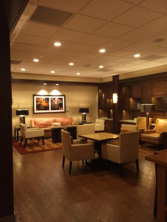 Trumbull Marriott Merritt Parkway: Sitting/business area off lobby
