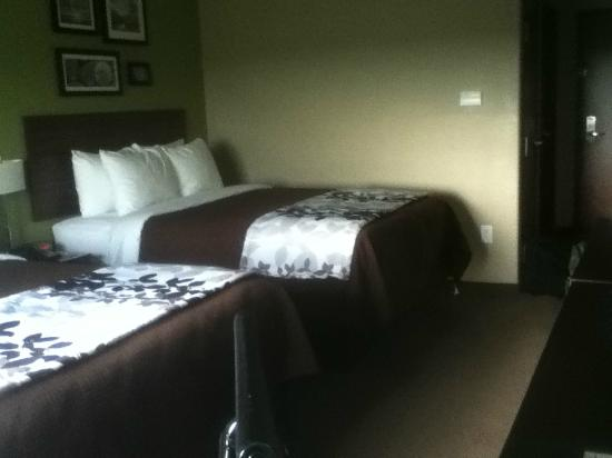 Sleep Inn & Suites Round Rock: bedspread/blanket not double sheeted