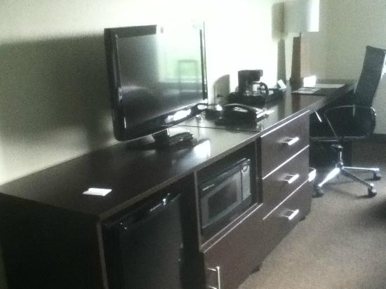Sleep Inn & Suites Round Rock: fridge, microwave, desk, ethernet