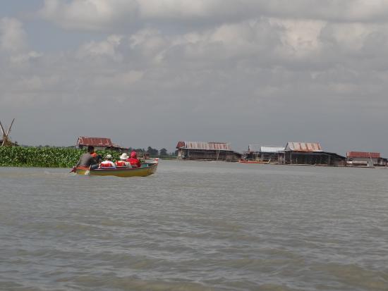 Sengkang, Indonesia: floating homes