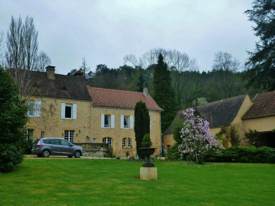 Manoir Petit Meysset : This is the Manoir with its beautiful garden tended by Tony.
