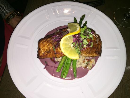 Fuego Restaurant: Salmon over risotto.