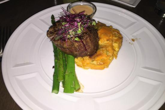 Fuego Restaurant: Filet mignon and those amazing green chile mashed sweet potatoes.