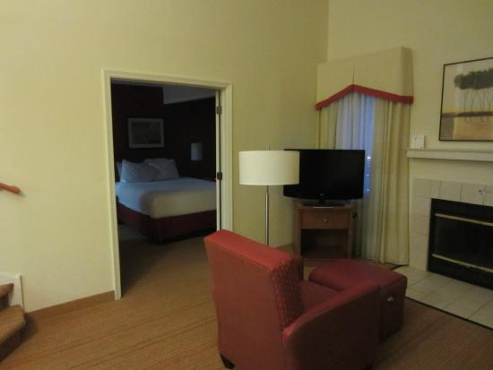 Residence Inn Cherry Hill Philadelphia: Living area looking into master suite