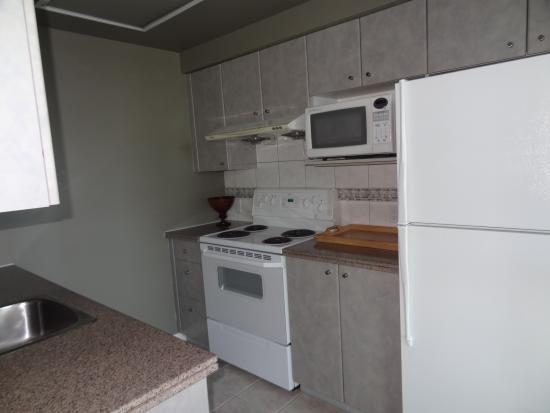 Carmana Plaza: Full kitchen