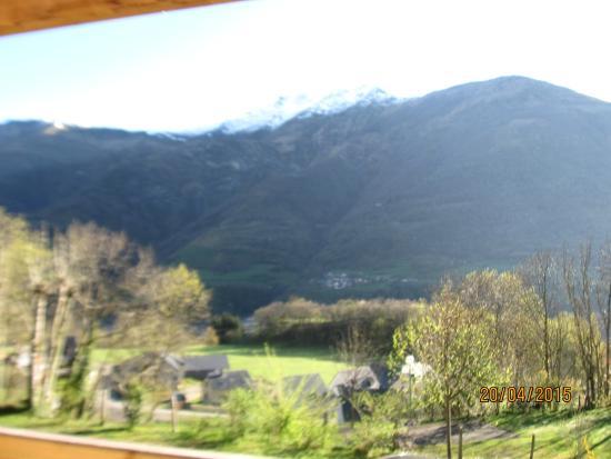 Camping Pyrenevasion : vue de la terrasse du chalet