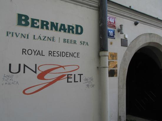 Royal Residence Ungelt: フロント入り口