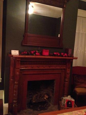 The Laurel Oak Inn: The Library - original mantel