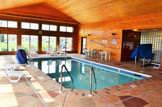 Days Inn & Suites Madison: Indoor Pool