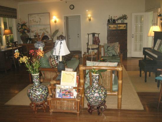 Old Wailuku Inn at Ulupono: Common room