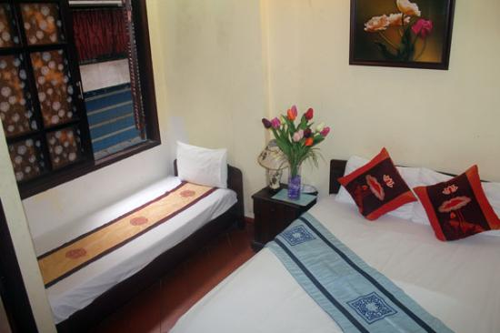 Manh Dung Guest house: Deluxe triple room