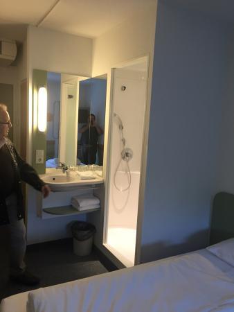 Lenting, Alemania: Doccia e lavandino in camera