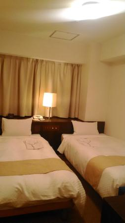 UNIZO INN Nagoya Sakae Higashi: twin room, neat and tidy but simply small!