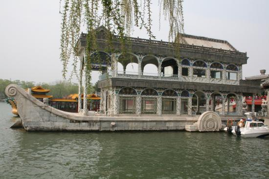Kellys Courtyard: Summer Palace . A short (and very cheap) underground trip away