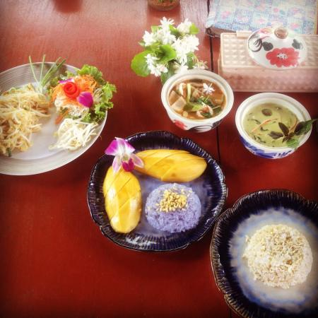 Doi Saket, Thailand: All of my dishes!