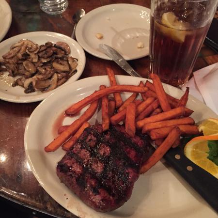 Black Barts Steakhouse: Steak with sweet potatoe fries