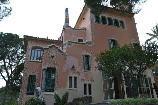 Casa de gaudi picture of gaudi house museum barcelona tripadvisor - Casas de gaudi ...