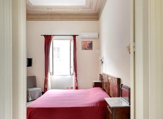 Bed and Breakfast Novecento : Camera matrimoniale